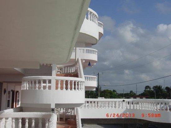 Las Palmas Hotel: Beautiful view of the balconies