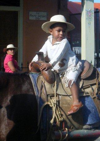 Buena Vida Language School: Gran Desfile de Carretas