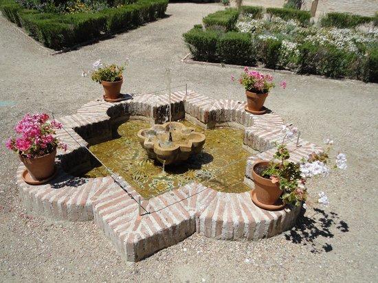 Museo Convento De Santo Domingo El Antiguo: Arabic fountain
