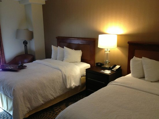 Hampton Inn & Suites Austin Downtown: Two double bed room