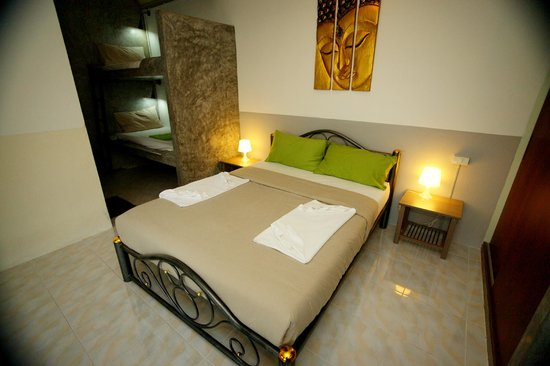 cafedelsol hotel : room with 2 extra beds