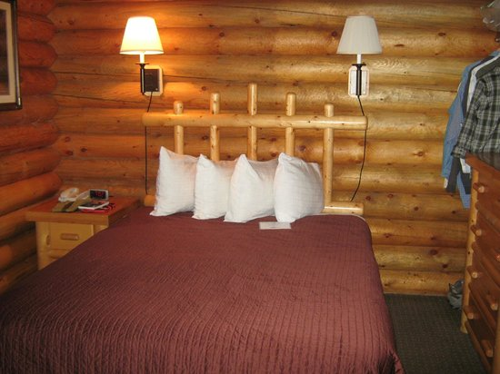 Cowboy Village Resort : Queen bed