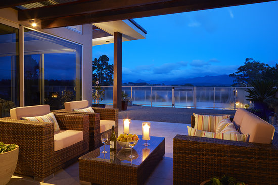 Almyra Waterfront Lodge : outdoor setting at dusk