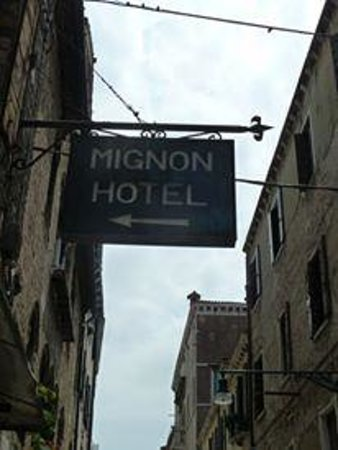 Hotel Mignon: Look for their sign :)
