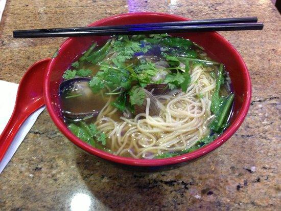 Nan Zhou Hand Drawn Noodle House: Clam noodle soup