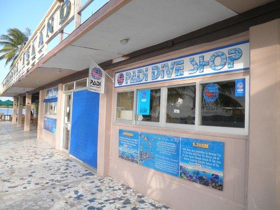 Plantation Island Resort: dive shop