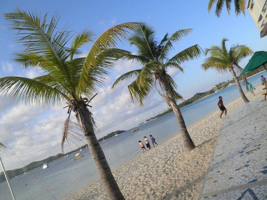 Plantation Island Resort: beach