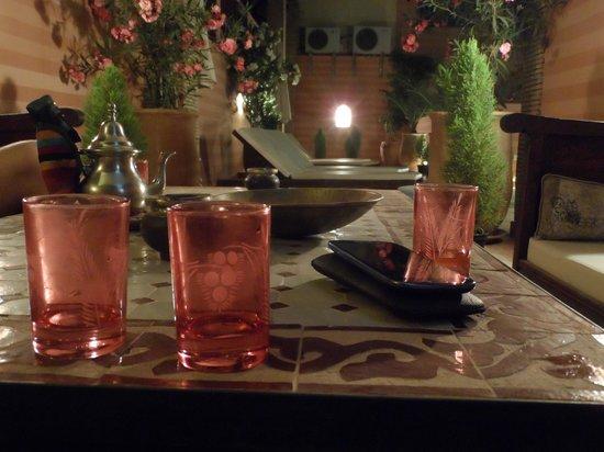 Riad de la Belle Epoque : En la terraza del Riad, un té antes de acostarse