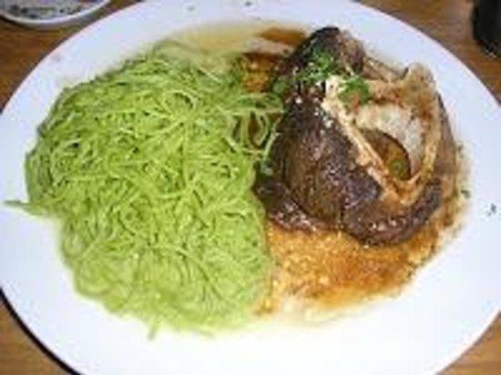 Ginos : Ossobuco con Linguine Verdi: Ossobuco, salsa de carne y tomate con cítricos, pimienta negra, per