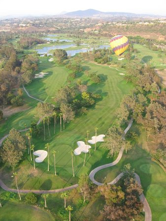 SkySurfer Balloon Co.: Fellow ballons over golf course