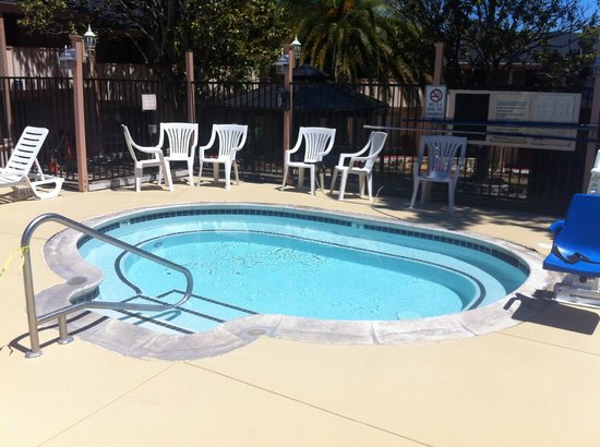 Americas Best Value Presidents Inn on Munras: Hottub