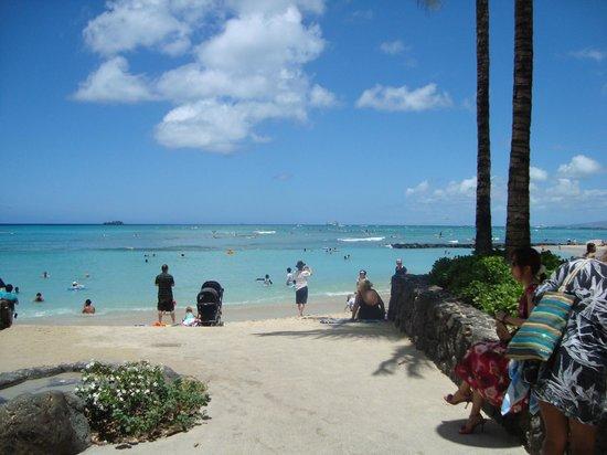 Waikiki Resort Hotel: la spiaggia a pochi passi dall'hotel