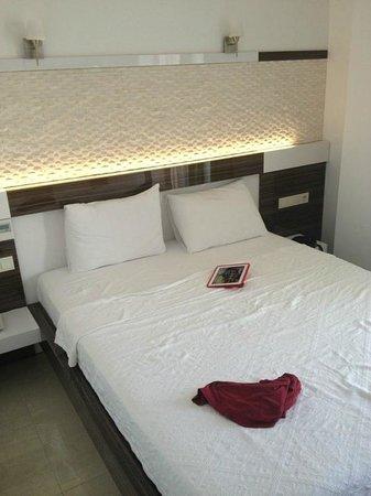 Hotel Maki: Bed