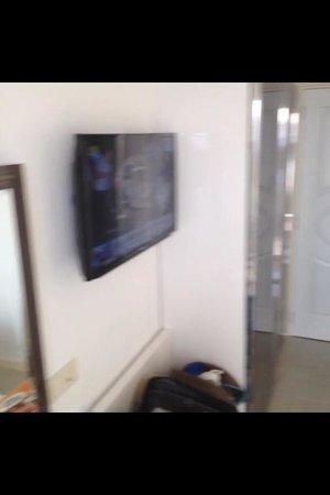 Hotel Maki: LCD TV
