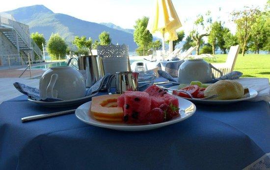 Tullio Hotel: Breakfast on the patio view