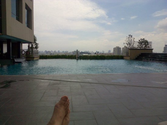 The Four Wings Hotel : Swimming pool view on Bangkok