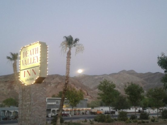 Death Valley Inn: Arriva la sera....