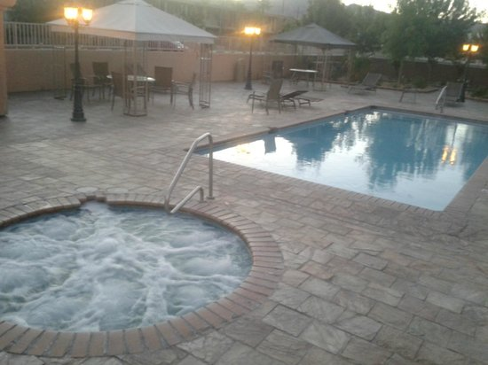 Death Valley Inn: Confort della piscina....