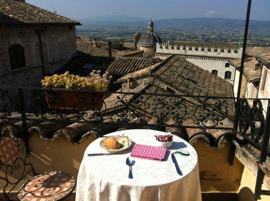 Hotel La Fortezza: Breakfast on the balcony