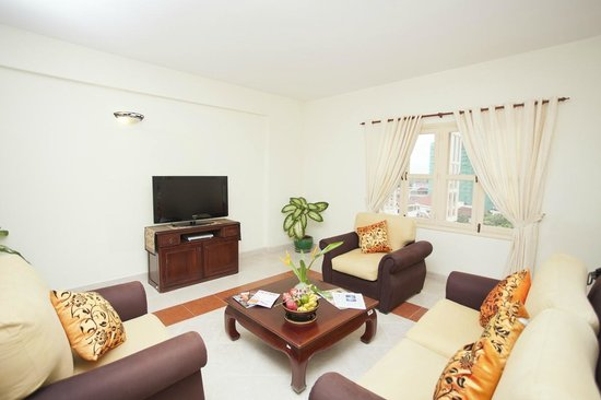 Grand Residence: Living Room