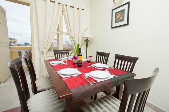 Grand Residence: Dinning Table