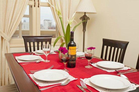 Grand Residence: Dinning Room