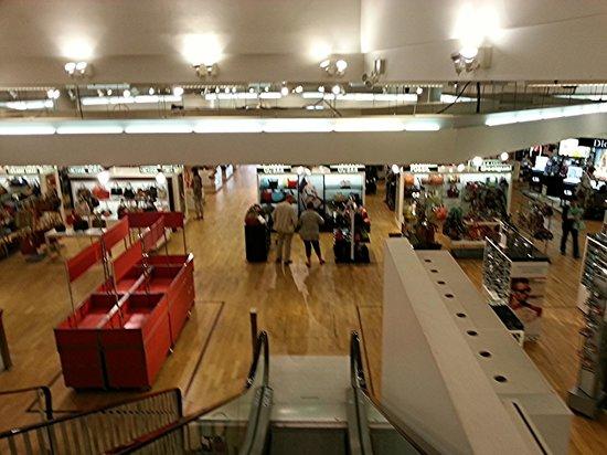 maroquinerie photo de grands magasins galeries lafayette bron tripadvisor. Black Bedroom Furniture Sets. Home Design Ideas