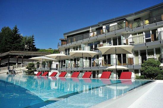 Hotel Fliana: Neuer Aussenpool mit Relax-Liegewiese