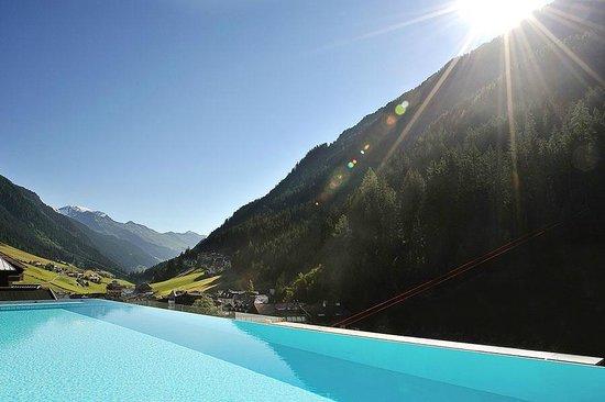 Hotel Fliana: Aussicht vom Poolbereich