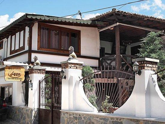 Guest House Bujtina Leon: Entrada