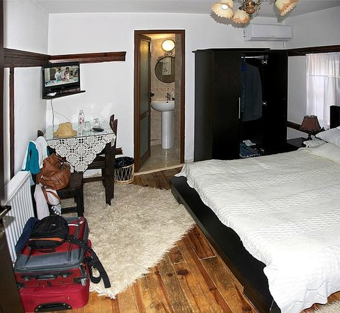 Guest House Bujtina Leon: habitación