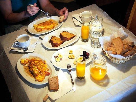 Guest House Bujtina Leon: desayuno