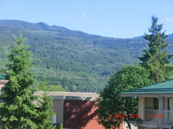 Best Western Salmon Arm Inn : View from corridor