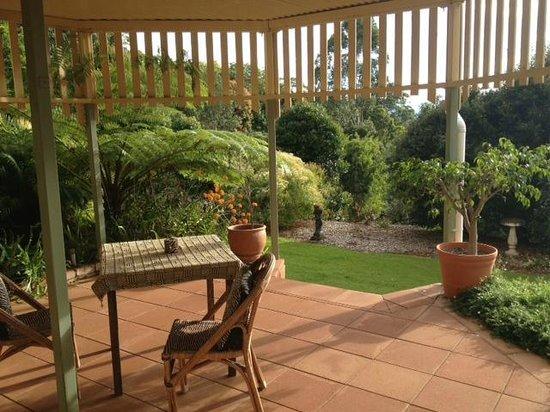 Avocado Grove B&B: Outside the Sharwill Suite