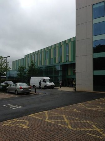Courtyard by Marriott London Gatwick Airport: front of hotel