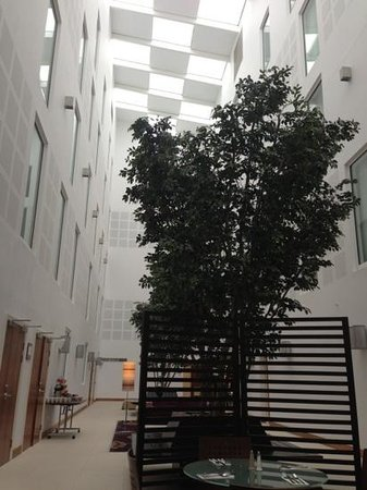 Courtyard by Marriott London Gatwick Airport: Atrium area