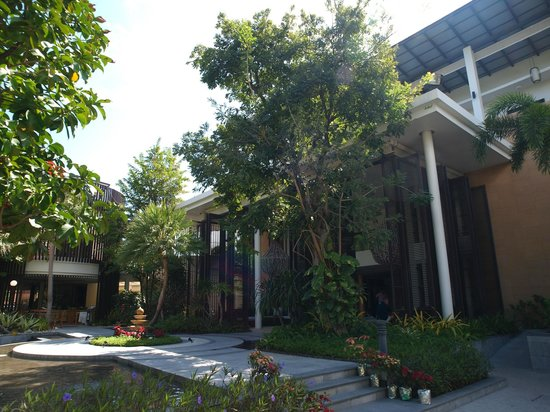 The Lapa Hua Hin Hotel: Front door