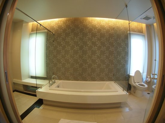 The Lapa Hua Hin Hotel: bathroom