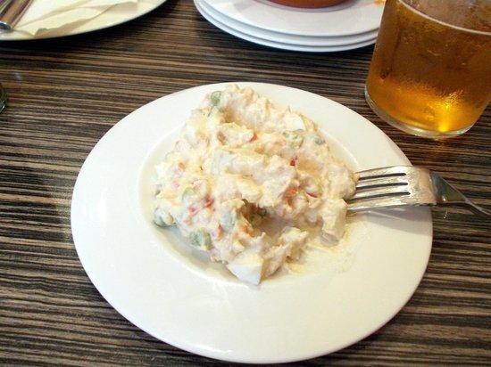 El Restaurante Pizarro Taberna: Tapa de ensaladilla rusa.