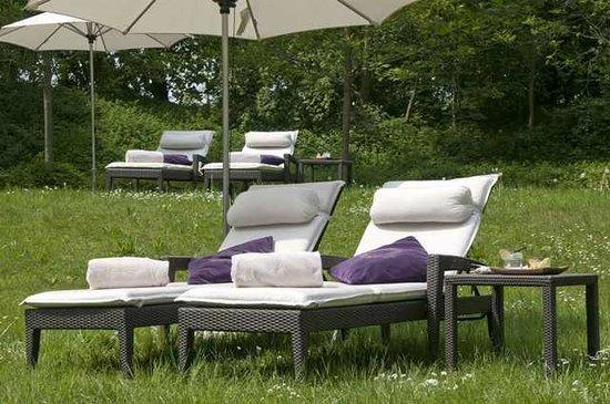 sommer garten picture of arabella spa munich tripadvisor. Black Bedroom Furniture Sets. Home Design Ideas