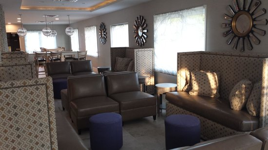 Comfort Inn Williamsburg Gateway: Lobby Soft Seating
