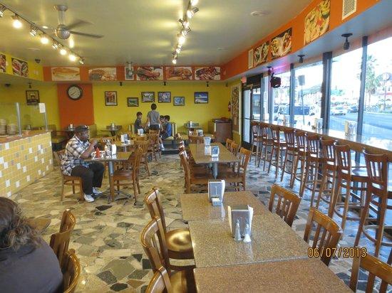 Viva Las Arepas: dining area