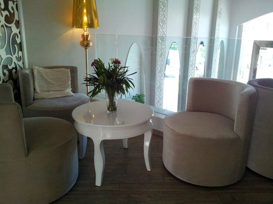 Agripas Boutique Hotel : Beautiful upper Lobby with Tea Coffee facilities and hot water