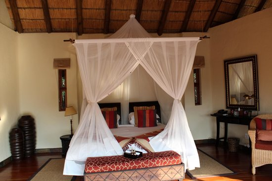 Tuningi Safari Lodge: DEKORATION IM ZIMMER