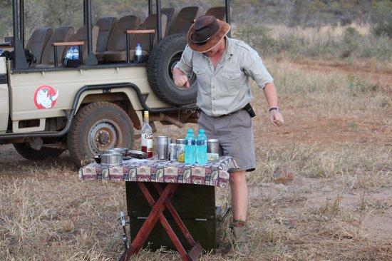 Tuningi Safari Lodge: TIME FOR COFFEE BREAK