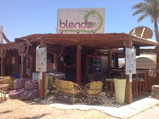 Blendz Cafe & Bar : Add a caption