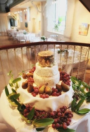 Ballymaloe House Hotel: The Grainstore decorated with garden flowers
