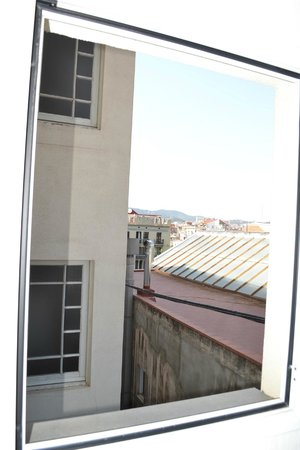 Eric Vokel Boutique Apartments - Gran Via Suites: View from kitchen window