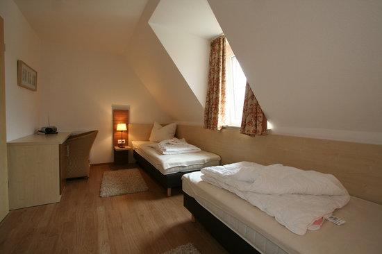 Schlafzimmer getrennte Betten - Picture of Seepark Burhave, Burhave ...
