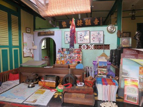 Apa Kaba Home & Stay: Entrance